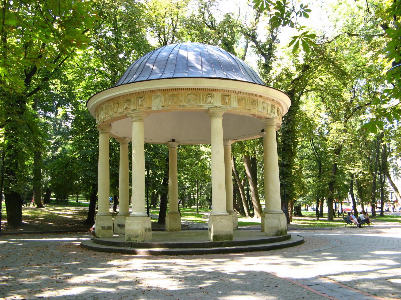 Альтанка у Стрийському парку