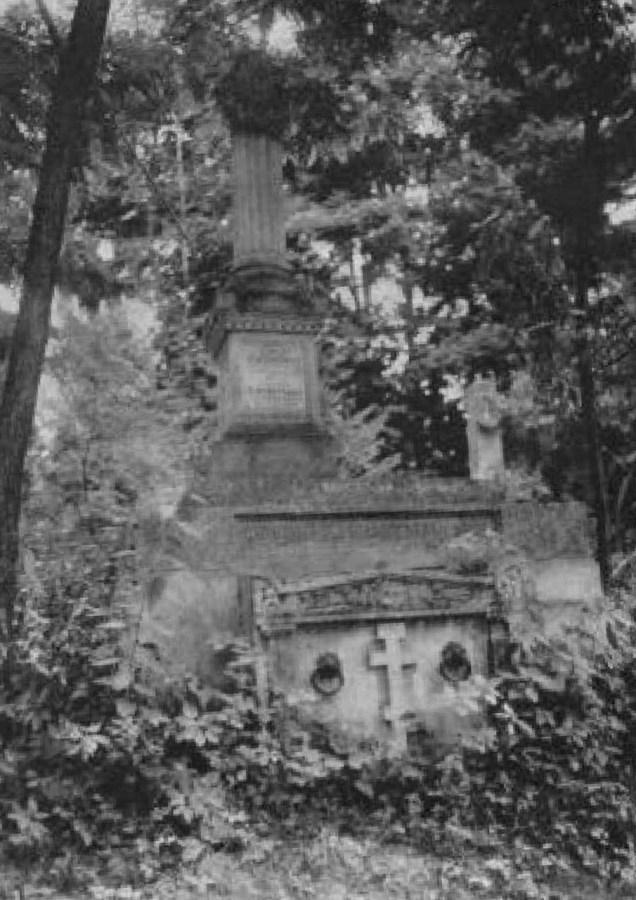 Гробівець Теодора Сембратовича на Стрийському кладовищі. Фото до 1911 року © NAC