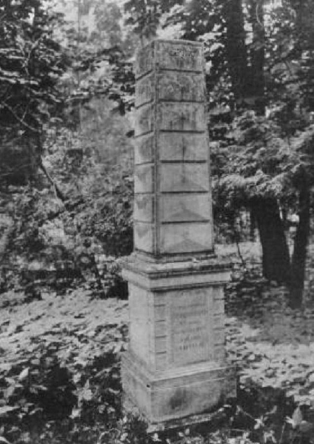 Могила Марії із Сауерів Сембратович на Стрийському кладовищі. Фото до 1911 року © NAC