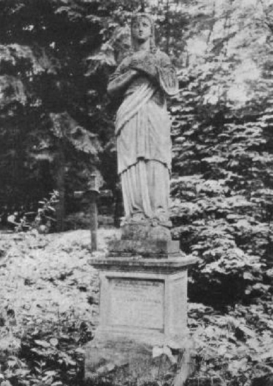 Пам'ятник на могилі Марії Кручинської на Стрийському кладовищі. Фото до 1911 року