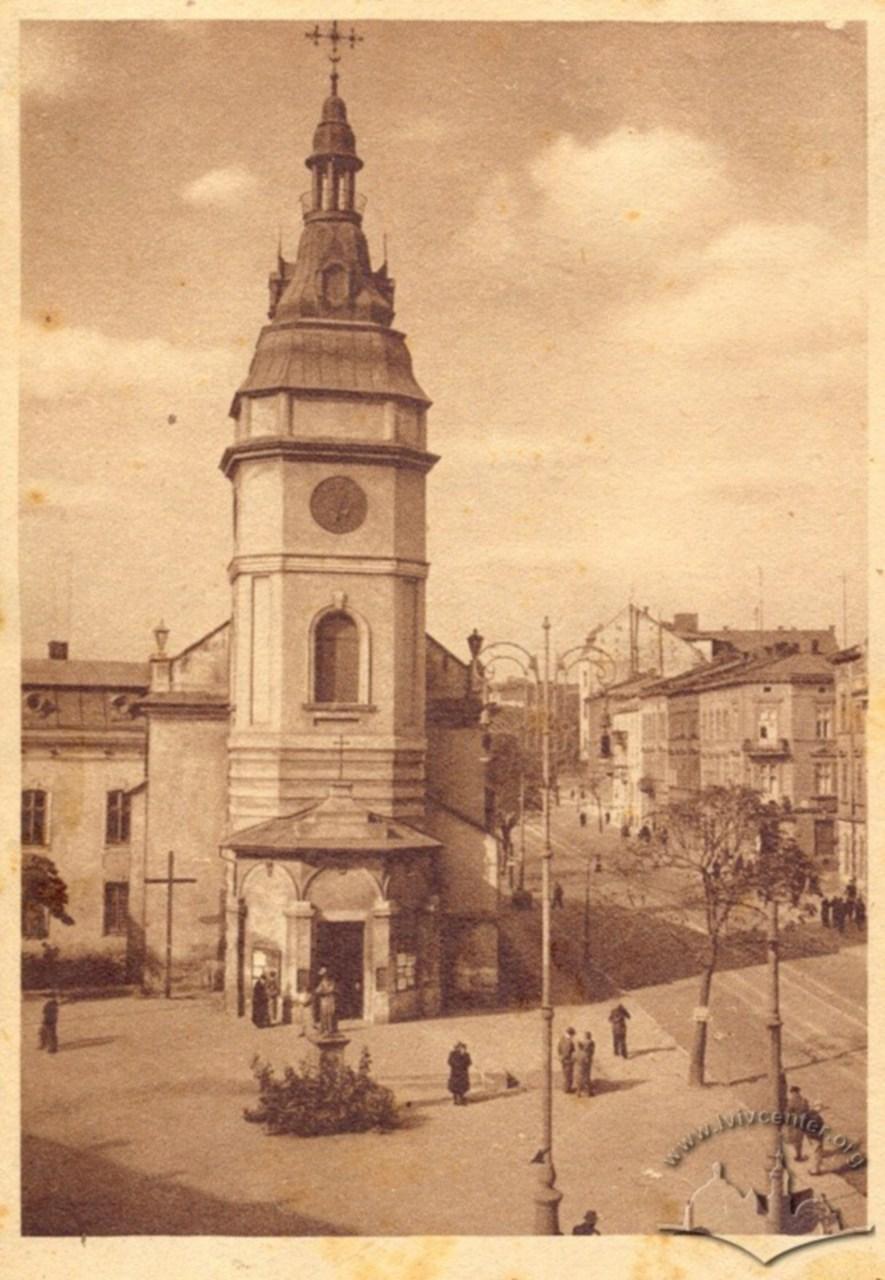 Скульптура Яна Непомука перед костелом Св. Анни. Фото 1941-1944 рр.