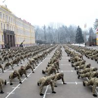 Такого ще не було: 700 військових Національної академії сухопутних військ продовжили загальноукраїнський флешмоб