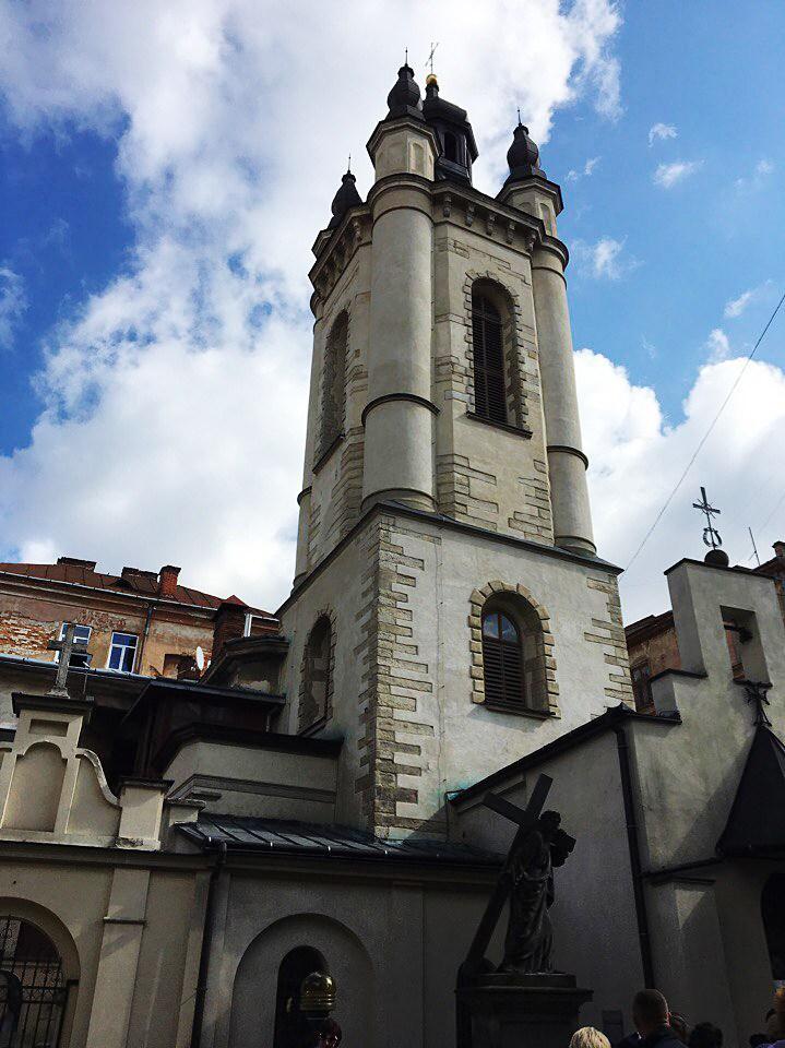 Дзвіниця Вірменського собору Успіння Пресвятої Богородиці, осінь 2016 року, фото Ольги Коханевич