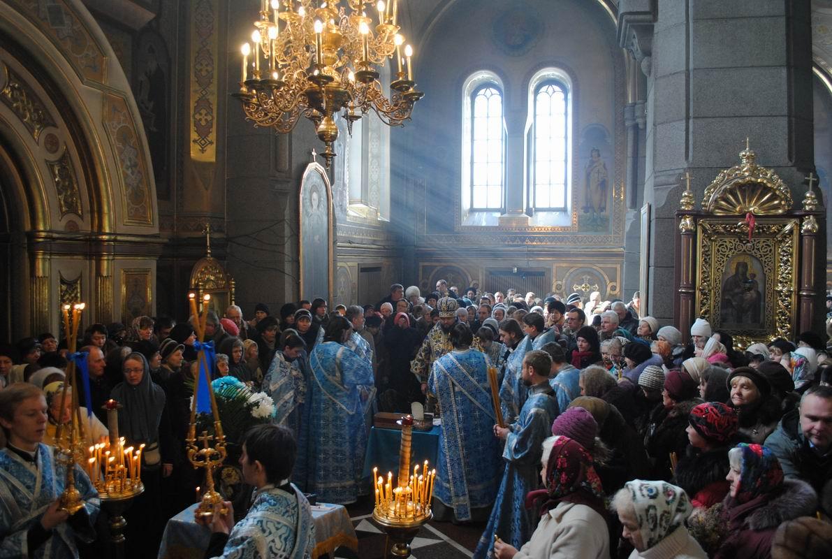 Історія, традиції, легенди: сьогодні львів'яни святкують Стрітення Господнє фото
