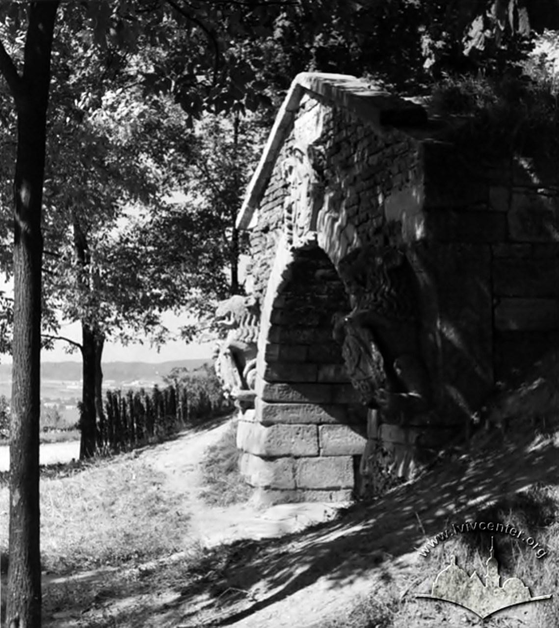 Декоративний грот у парку Високий замок, 1964 рік
