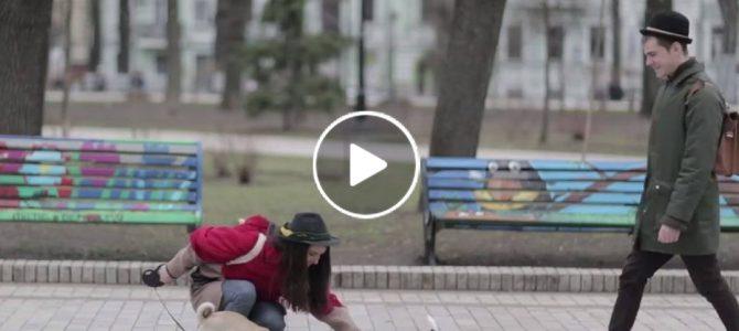 Зворушливо: Користувачів соцмереж вразило відео про добрі справи добрих людей