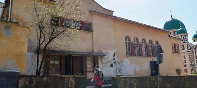 Радикально: Виконавча служба примусово виселяє Російський культурний центр з будівлі у центрі Львова
