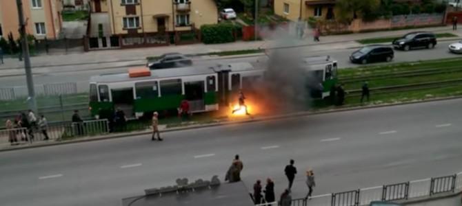 Заслужено: У Львові нагородять курсантів військової академії за порятунок людей з палаючого трамвая (відео)