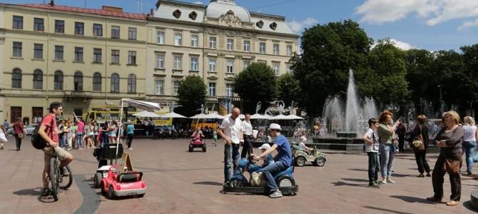 Очікувано: У Львові заборонили парк розваг біля Оперного і фото-послуги з тваринами