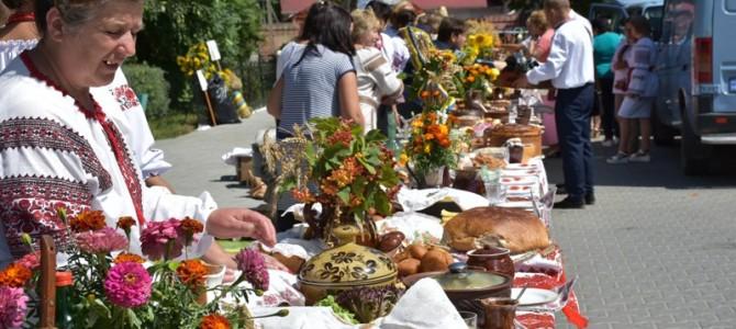 На Львівщині встановили рекорд України із найдовшого столу з українськими стравами