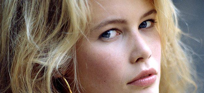 Відома модель Клаудія Шиффер покрасувалася у вишиванці від українського бренду: фото