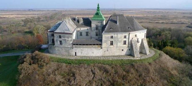 Працівники Олеського замку звернулися до Порошенка за порятунком