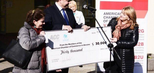 Американські благодійники передали $30 тисяч на обладнання для Охматдиту