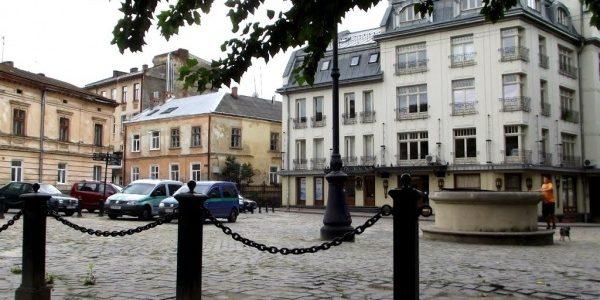 Скінчилося: у Львові заборонили робити з горищ і підвалів квартири та ресторани
