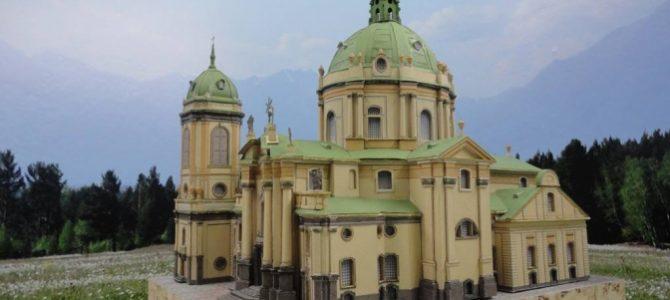 На Львівщині майстер створює унікальні паперові копії пам'яток архітектури. Фото
