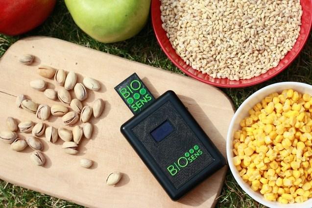Прикарпатець розробив чудо-прилад для тестування якості продуктів (фотофакт)