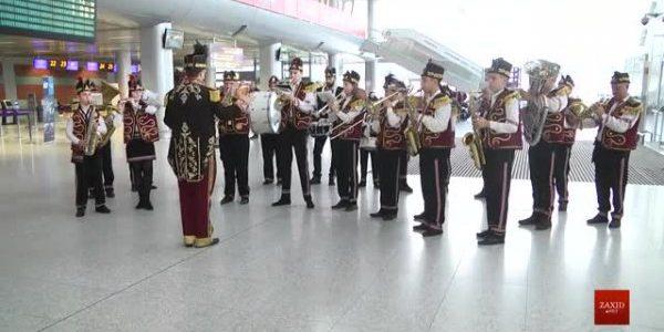 У Львівському аеропорту влаштували флешмоб із різдвяними світовими хітами