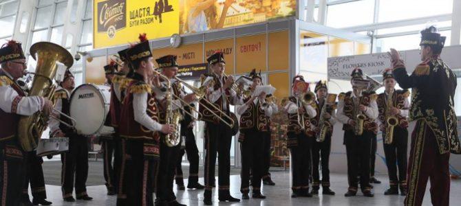 В аеропорту «Львів» співали колядки. Фото, відео