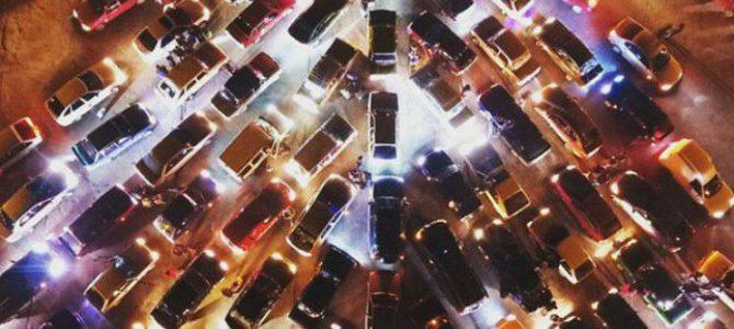 Новорічний рекорд: у Запоріжжі три сотні авто вишикувались у ялинку