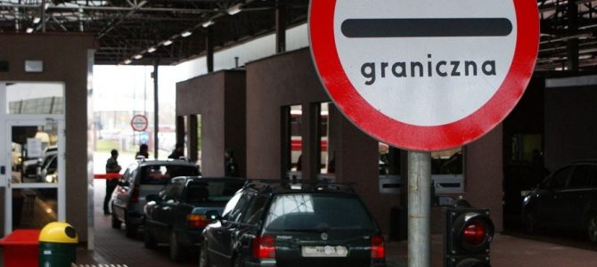 Експерт пояснив, чому українців не пускають на польському кордоні