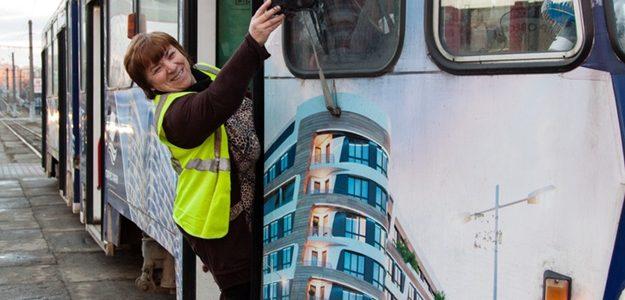 З камерою у кабіні: за кермом львівського трамваю роз'їжджає відеоблогерша (відео)