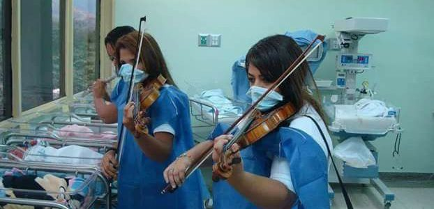 Львів'янки грають класичну музику немовлятам та хворим у лікарнях