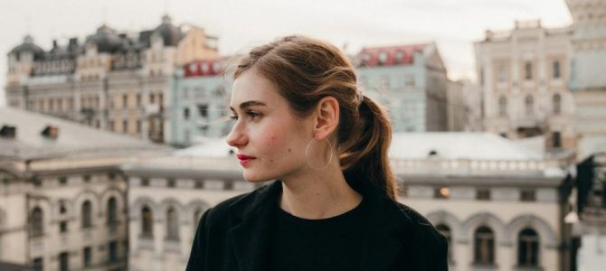 Співачка, яка намагається здобути популярності в Росії, відзняла кліп на Личаківському кладовищі (відео)