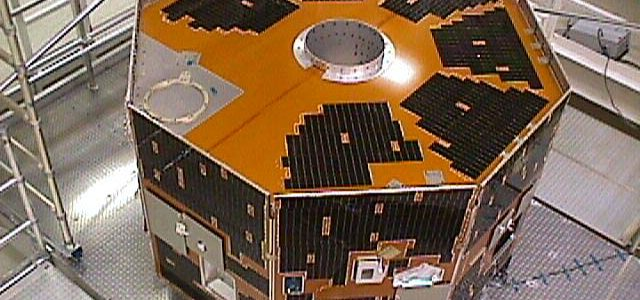 Втрачений 12 років тому супутник вийшов на зв'язок із Землею