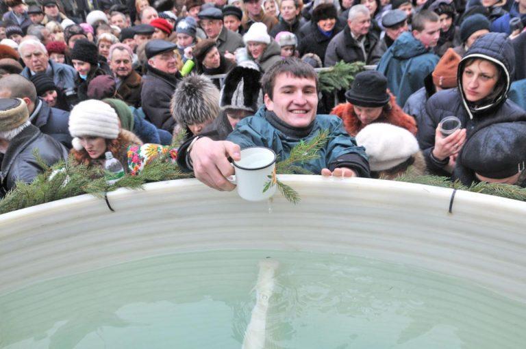 На площі Ринок у Львові освятять 1500 літрів води на Водохреща