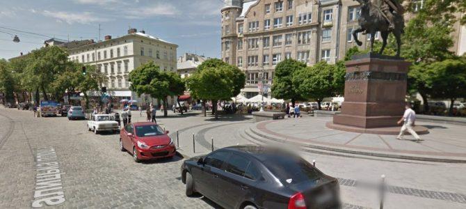 Біля пам'ятника королю Данилу у Львові забороняють паркування