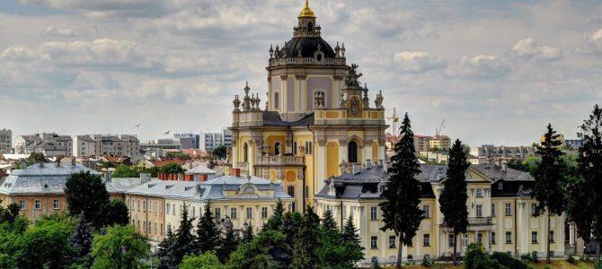 З Різдвом Христовим! Розклад богослужінь у храмах Львова та історія свята