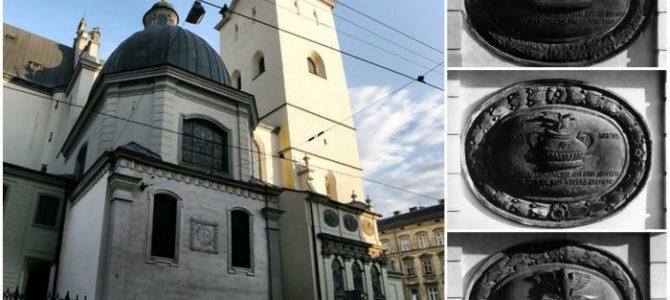 Що означають написи усипальниці італійців у центрі Львова