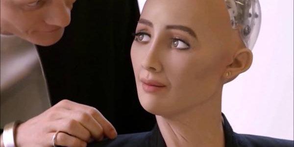 Робот Софія розповіла про своє ставлення до львівських маршруток