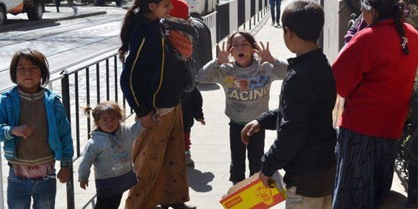 Як у Львові на туристів полюють озброєні роми-крадії (відео)