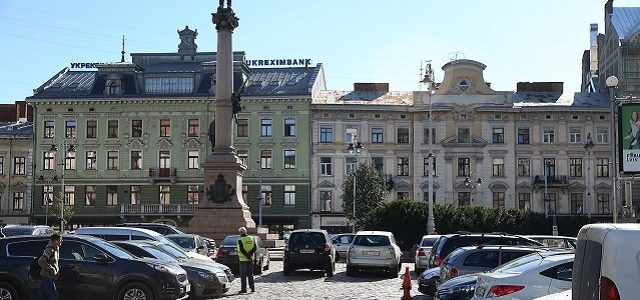 У Львові запровадять абонементи на паркування. Вшестеро дорожчі, ніж у Києві