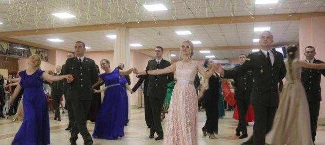 У львівській академії сухопутних військ відбувся благодійний бал. (фото, відео)