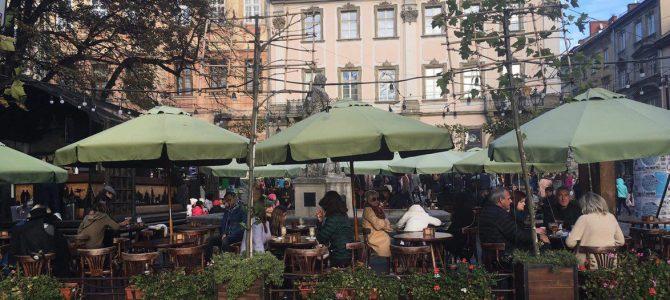 «Плати, скільки вважаєш за потрібне»: львівські ресторани достроково припинили акцію через збитки