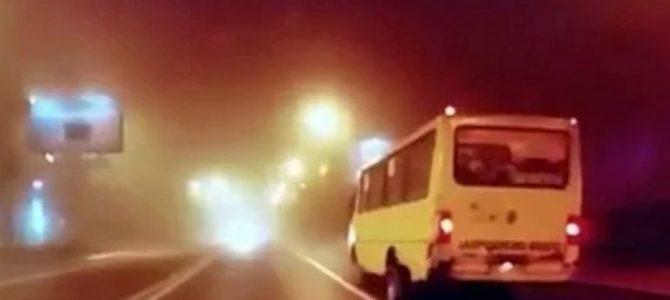 У львівської маршрутки під час руху відпали задні колеса (відео)