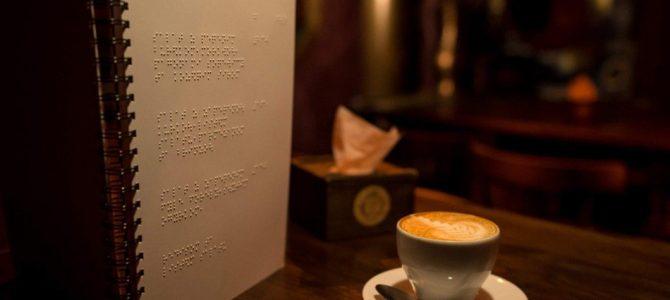 Роби замовлення: у львівській кнайпі запустили меню для незрячих