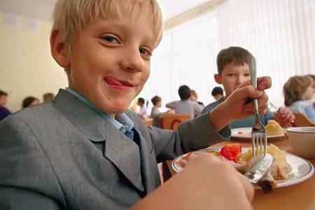 У Львові учні 1-4 класів та діти з великих сімей безкоштовно харчуватимуться у школах та садках