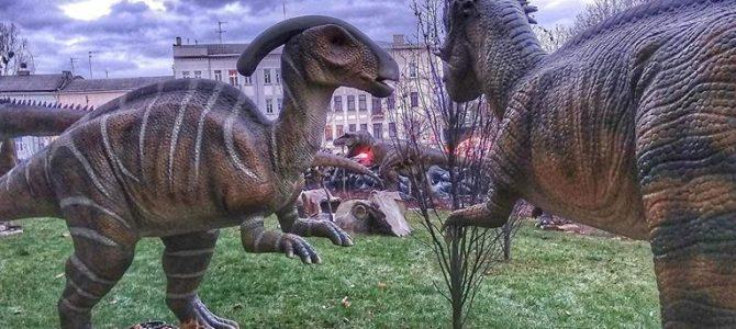 У центрі Львова встановили рухомих динозаврів (фото)