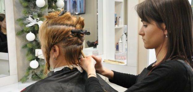 Як активістки зі Львова надихнули жінок відрізати волосся заради дітей