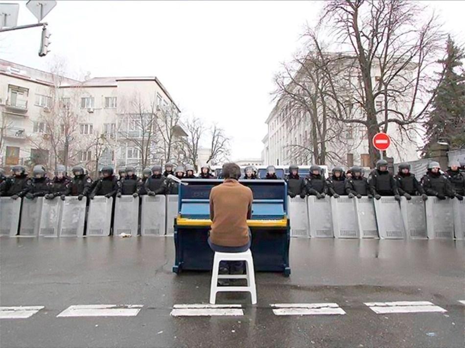7 грудня, львів'янин грає для силовиків. Фото Олега Мацеха.