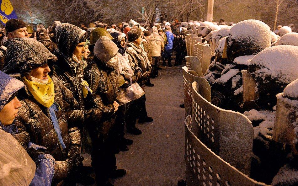 Вечір 10 грудня, перед спробою зачистки Майдану. Фото Sergei Supinsky / AFP / Getty Images.