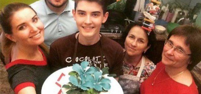 18-річний хлопець із Тернопільщини пече торти і тістечка такої краси, що шкода їх їсти (фото, відео)