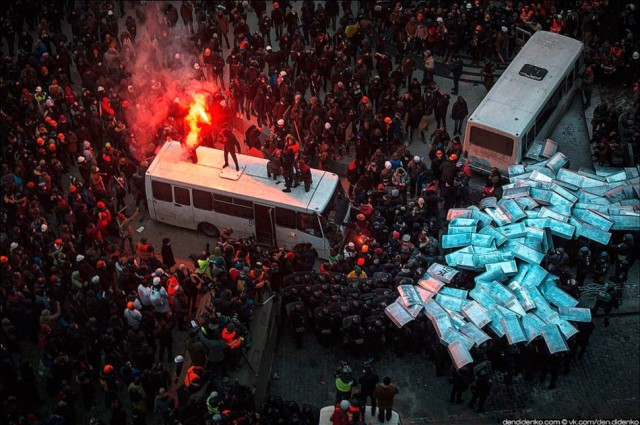 """19 січня, зіткнення біля стадіону """"Динамо"""". Фото dendidenko."""