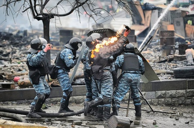 18 лютого, бійці Беркута. Фото mirror.co.uk.