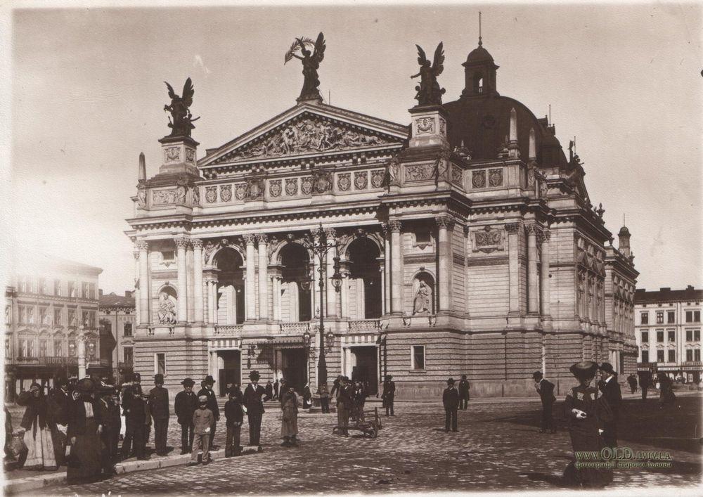 1900 — за проектом архітектора Зигмунта Горголевського збудовано Львівський оперний театр — один з найгарніших у Європі.