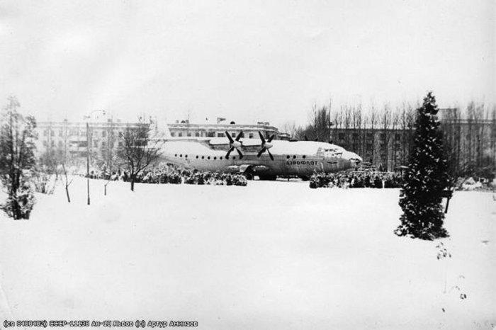 Кінотеатр в парку Боднарівка, в сумнозвісному літаку марки Ан-10