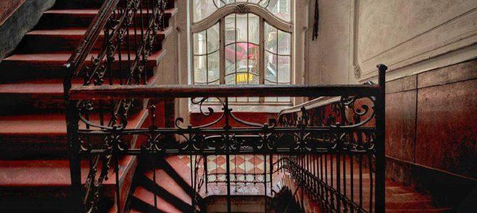 Добірка фотографій унікальних під'їздів у старих львівських будинках